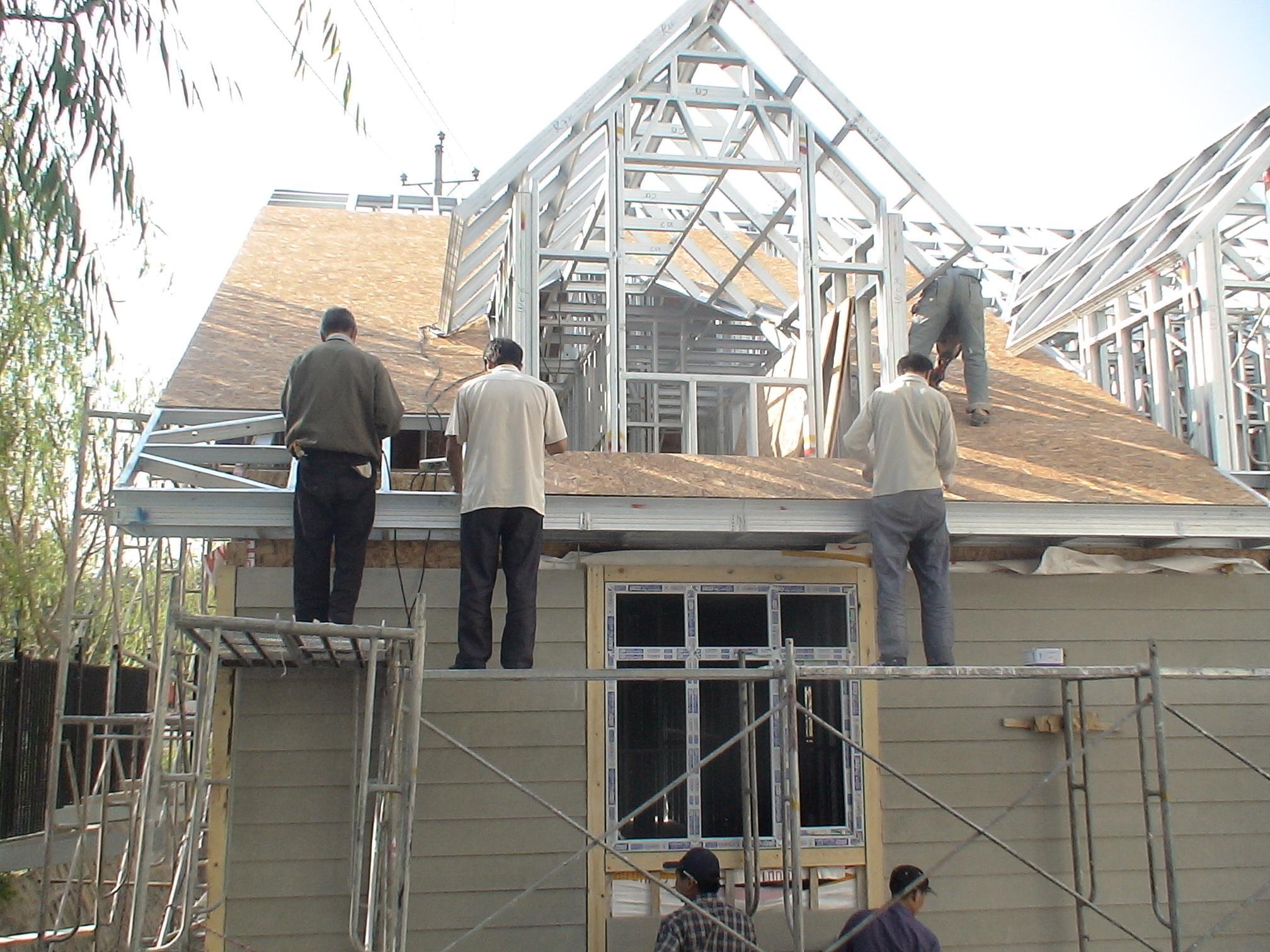 现在盖房子用轻钢,还是水泥好?