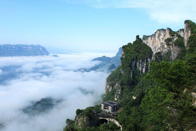 图四:秀美的黄鹤桥峰林(距村坊村4公里)