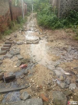 扶贫户村庄没有未硬化路村污染给村民带来命,进不来出不去