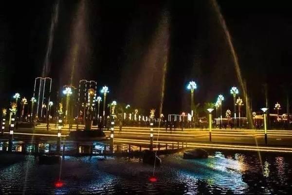 夜色里的凤凰湖