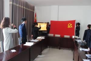 """东安社区第三党支部开展""""我看今年两会""""主题党日"""