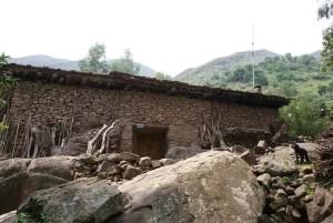 元谋石格拉村传承百年的傈僳族石房
