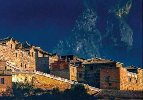 迤萨,马蹄声悠、凌云而下的传奇古城