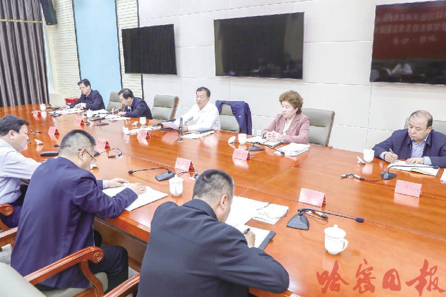 市委理论学习中心组举行第三十二次集体学习