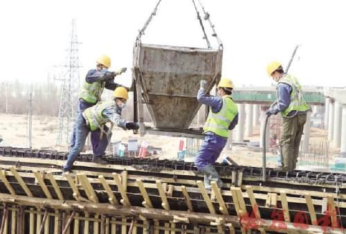 【在习近平新时代中国特色社会主义思想指引下】哈密兵地融合大道建设项目进入攻坚阶段