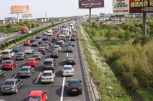 8月15日起交警部门严查违法占用高速应急车道行为